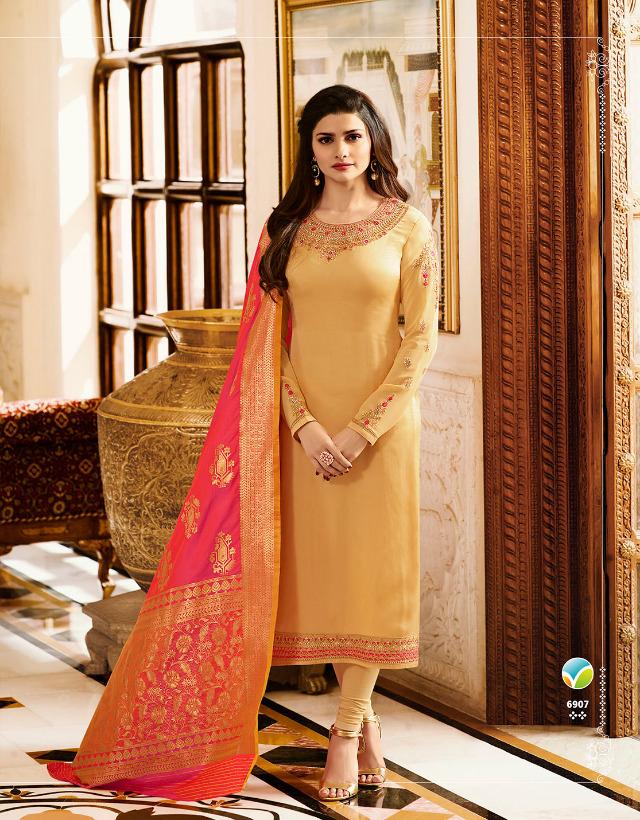 Vinay Kaseesh Banaras INDIA 6907